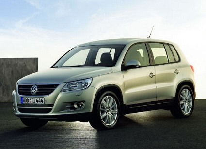 Volkswagen Tiguan, test drive e caratteristiche tecniche del piccolo SUV proposto in tre diversi allestimenti