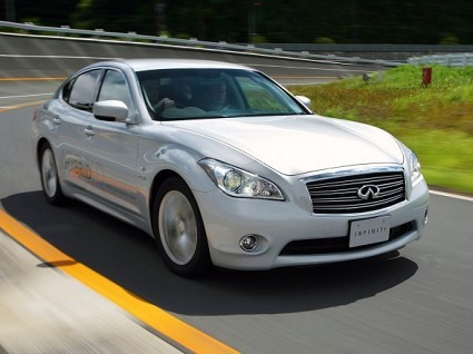Nuova Infiniti M35h ibrida 2011: prezzi e consumi