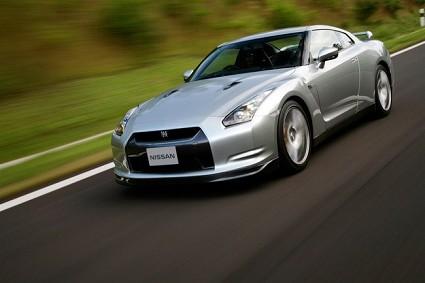 Nissan Skyline GT-R, la nuova supersportiva giapponese con prestazioni eccellenti e costo contenuto: ecco le caratteristiche tecniche.