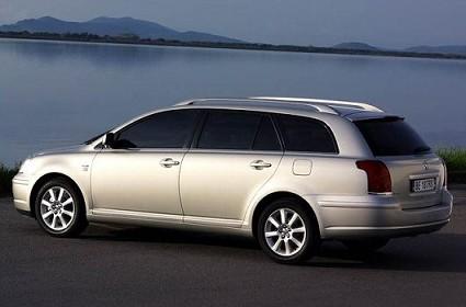 Test drive station wagon Toyota Avensis e Chevrolet Nubira. Prova su strada di 2 auto per la famiglia. Quale conviene acquistare ?