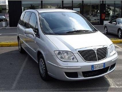Nuova Lancia Phedra 2008: modificato il design e cambiati interni ed esterni. Nuovi motori e caratteristiche tecniche. Foto.