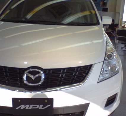 Nuova Mazda 5 modello 2008: motori rinnovati, design ammorbidito con aereodinamica migliore, pi?? accessori e dotazione. Prezzi in vendita in Italia.
