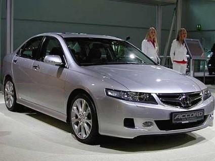Nuova Honda Accord berlina e station wagon Tourer: linee sportive con un design forte. Nuove motori e tecnologia per sicurezza e confort. Foto ufficiali