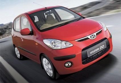 Hyundai i10 in vendita in Italia a meno di 10mila euro con una ricca dotazione di serie. Una auto per la citt?á, compatta ma spaziosa. Pensata per la donna