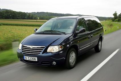 Prova Chrysler Grand Voyager nuova versione da 7 posti. Test drive piacevole per una ottima guida tranquilla e sicura adatta per una monovolume di questo tipo.