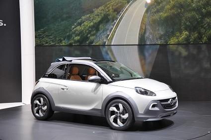 Nuova Opel Adam Cabrio 2013: motori e caratteristiche