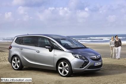 Opel Zafira Tourer premiata monovolume pi?? ecologica del 2014: motori e caratteristiche tecniche
