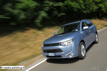 Nuovo Mitsubishi Outlander PHEV: caratteristiche tecniche, motori e prezzi
