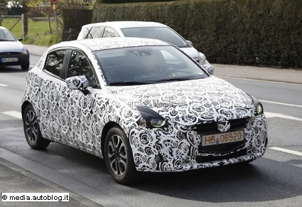 Mazda 2 con nuovo 1.5 SKYACTIV-D: caratteristiche tecniche e prestazioni. Prime foto trapelate