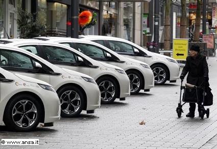 Auto elettriche non proprio ecologiche: la novità in arrivo dalla Francia. I motivi