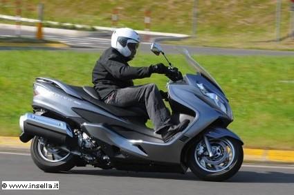 Scooter e motocicli su autostrade, tangenziali e corsi preferenziali in citt?á: come cambia il codice della strada