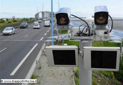 Nuovo sistema radar in sperimentazione in Svizzera: serve per segnalare chi guida contromano. Come funziona