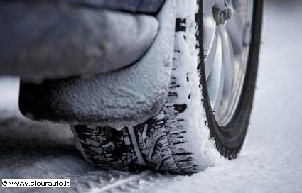 Pneumatici invernali in vigore dal prossimo 15 novembre: come scegliere i migliori