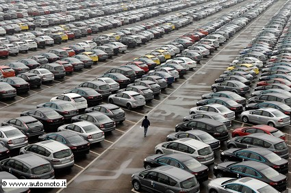 Mercato auto: continuano a crescere le vendite ma rallentano rispetto ai mesi scorsi