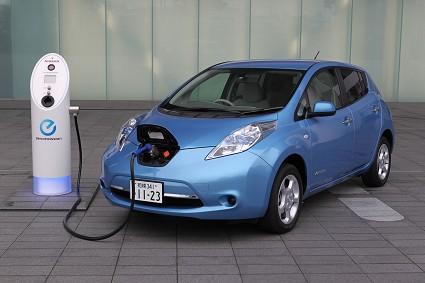 Nuova Nissan Leaf con batteria da 30 kWh per percorrere fino a 250 chilometri: autonomia aumentata e altre novit?á