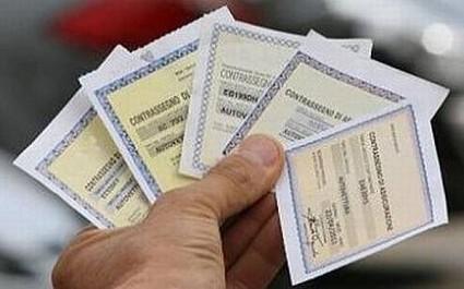 Rc auto: a regime la nuova norma che non prevede obbligo di esposizione del tagliando cartaceo. Sanzioni previste