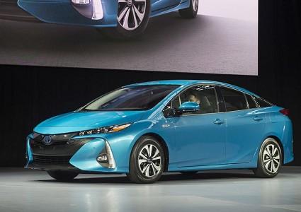 Toyota Prius Prime 2016 ibrida plug in: caratteristiche tecniche, motori e design