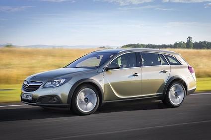 Nuova Opel Insignia Country Tourer: design, caratteristiche tecniche e motori