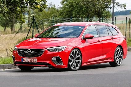 Opel Insignia GSi Sports Tourer: design, caratteristiche tecniche e prezzi
