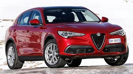 Alfa Romeo Stelvio: debuttano Apple CarPlay e Android Auto. Motori al completo e dotazioni