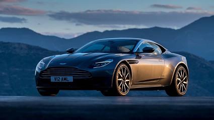 Aston Martin DB11 Volante attesa a giorni sul mercato: design esclusivi e prezzi proibitivi