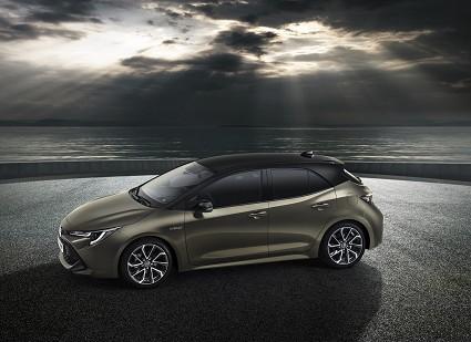 Nuova Toyota Auris ibrida al Salone di Ginevra 2018: design e motori