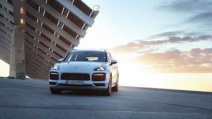 Porsche Cayenne E-Hybrid: novità, motori e prezzi
