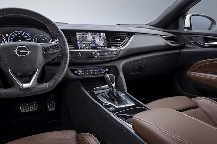 Opel Insignia con nuovi comandi gestuali e servizi online: le novità