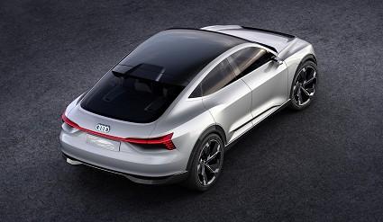 Audi nuovo suv elettrico e-Tron specchietti virtuali. Come sarà?