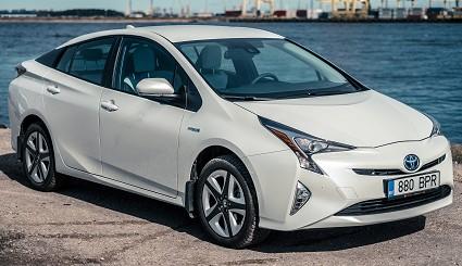 Toyota Prius nuova con trazione integrale: cosa cambia