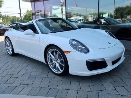 Nuova Porsche 911 Cabriolet: design e motori