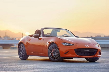 Mazda serie speciale MX-5 30anni al Salone Chicago: edizione limitata racing Orange
