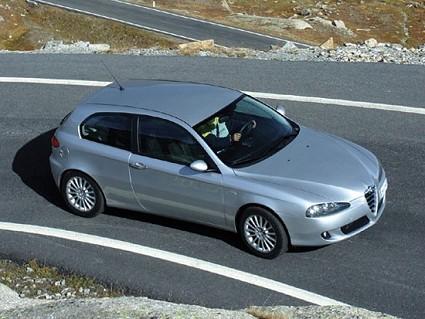Alfa Romeo 147 Moving: la nuova vettura italiana disponibile in diverse colorazioni e due Pack. Allestimenti, motori e prezzi.
