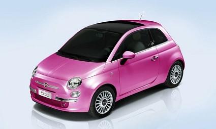 Fiat 500 Barbie: nuova versione della piccola car più bella del mondo nata dalla collaborazione fra la Casa torinese e Mattel. Il 9 marzo per le vie di Milano.