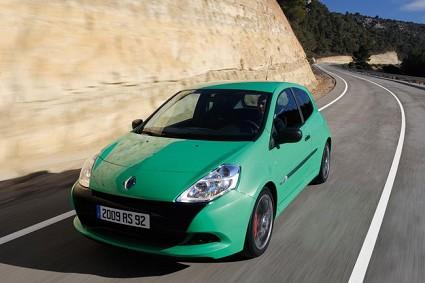 Renault Clio RS 2009: rinnovata nel design, disponibile in due allestimenti e potenziata nei motori. Foto.