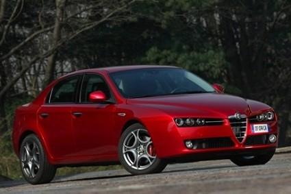 Alfa Romeo 159 1750: nuovi motori per una sportiva dalle prestazioni ottime ma dai consumi ridotti. Allestimenti ed equipaggiamenti.