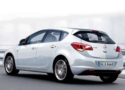 Nuova Opel Astra 2010: rinnovata nel design e con nuovi motori. Pronta a debuttare al Salone di Francoforte.