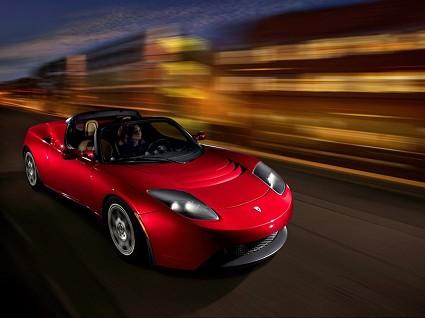 Nuova Tesla Roadster: 99 mila euro per l?ÇÖauto elettrica innovativa capace di scattare da 0 a 100 km/h meglio di una Ferrari. Motori e tecnologie.