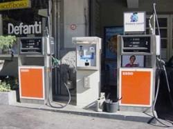 Petrolio: torna a salire il costo della benzina. Prezzi record da ottobre 2008. Cosa accadr?á nei prossimi mesi?