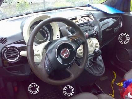 Nuova Fiat 500: foto e video degli interni con strumentazione accesa