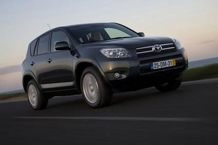 Toyota Rav4 Crossover: nuovo modello del SUV più sportivo e adatto alla città. Sia diesel che benzina.