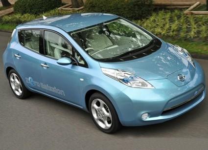 Nissan Leaf elettrica: debutto mondiale per la prima vettura ad emissioni zero. Le novit?á