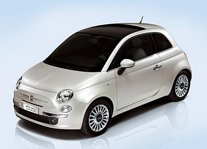 Nuova Fiat 500: velocit?á massima, consumi, dimensioni, bagagliaio, accelerazione, potenza motore. Tutti i dati rivelati.