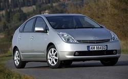L?ÇÖauto pi?? sicura tra le city car? La Toyota Prius. E con due motori a benzina ed elettrica anche il risparmio ?¿ assicurato.
