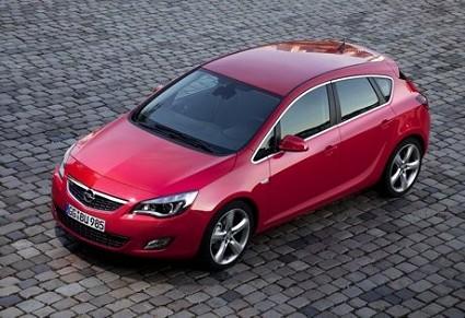 Nuova Opel Astra 2010 con motori diesel e benzina e ricca di dotazioni. Foto