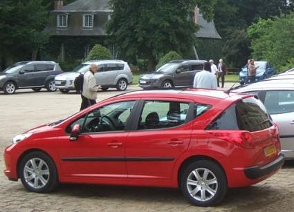 Prova su strada della nuova Peugeot 207 SW. Ecco le prime sensazioni del test-drive della station wagon compatta francese.